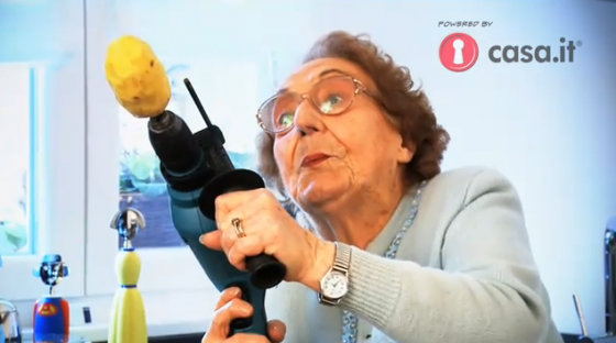 Gli sgami della nonna lea viral di combocut film per for Piani di casa della nonna