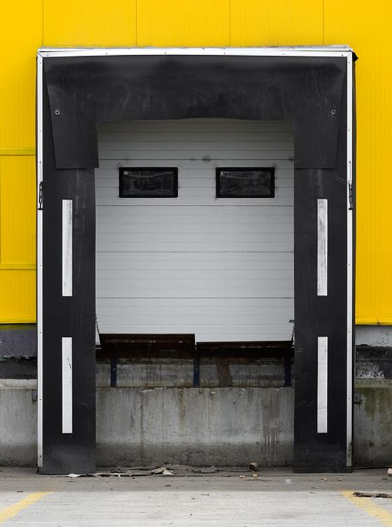 BranislavKropilak - Fotografo slovacco d'architettura, garages, depositi e cartelloni pubblicitari