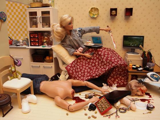 Barbie sexy killer fotografia di Marie Clayton