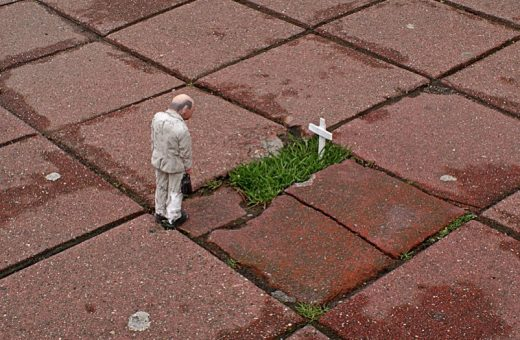 Cement Eclipses, the artistic project by Isaac Cordal