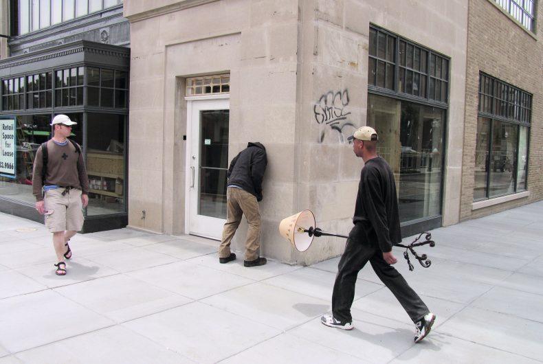 L'arte urbana di Mark Jenkins