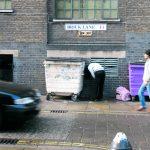 L'arte urbana e dissacrante di Mark Jenkins | Collater.al