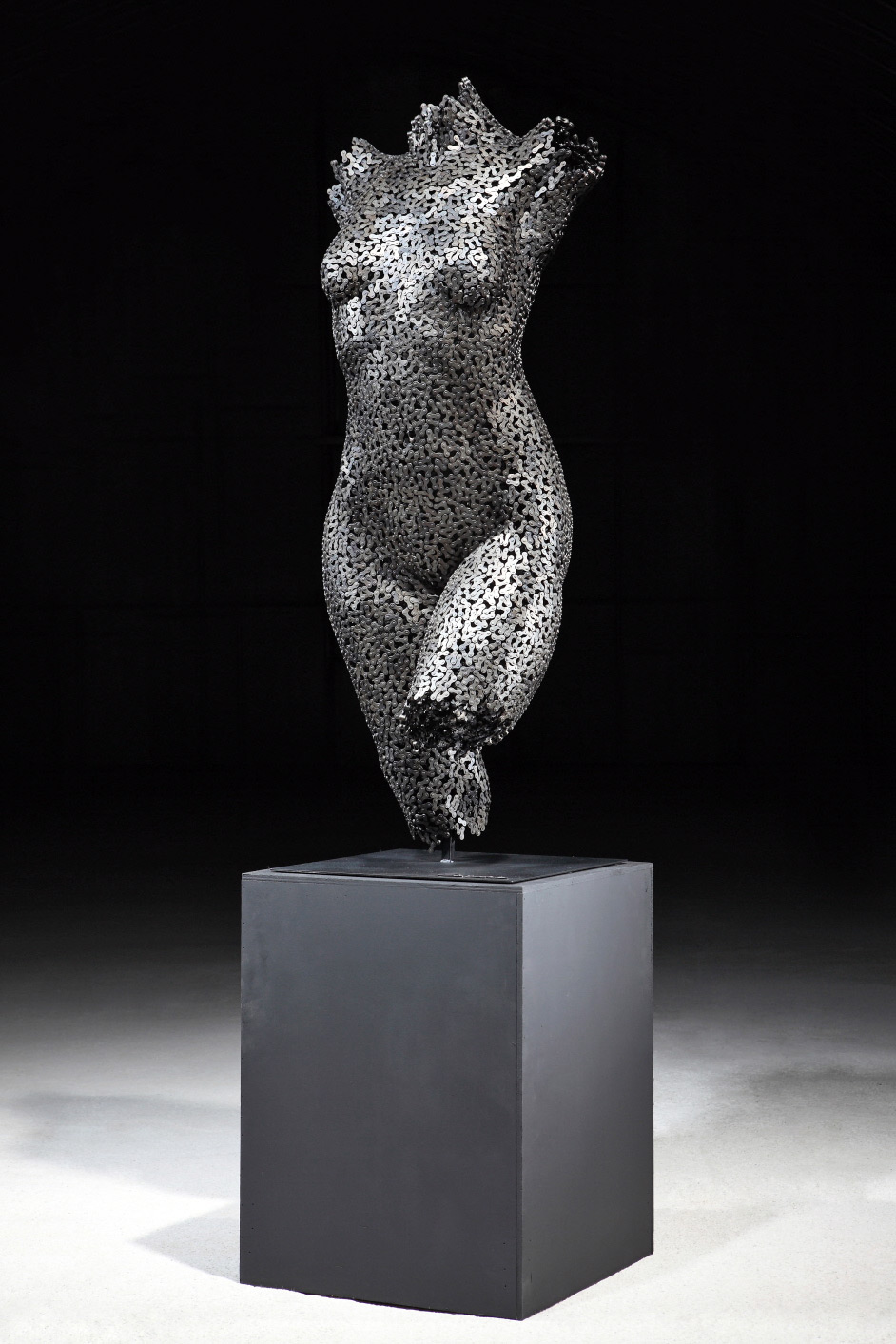 Seo Young Deok - Chain Sculptures   Collater.al