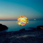 Thomas Jackson - Emergent Behavior - Sciami volanti di oggetti quotidiani