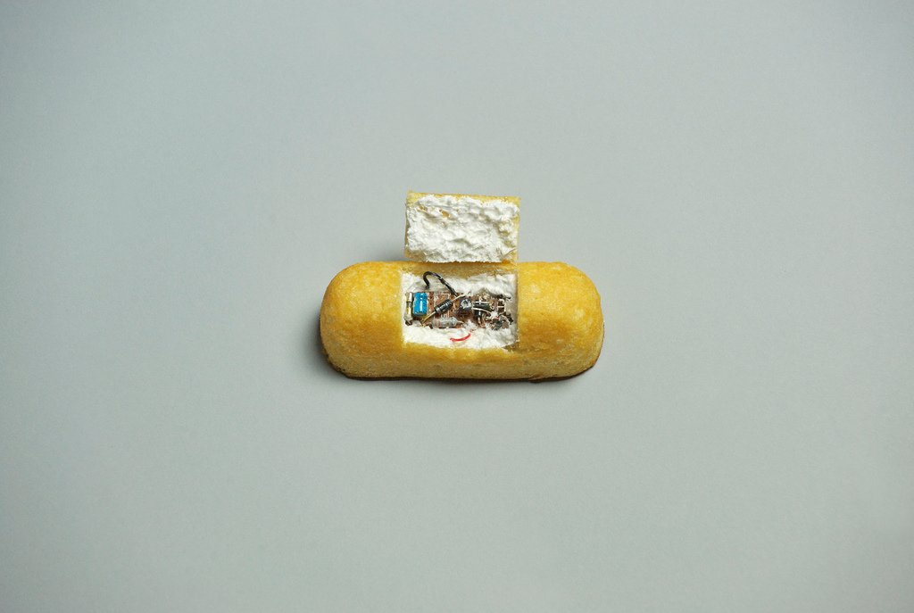 L'arte ironica e concettuale di Brock Davis aka Laser Bread | Collater.al