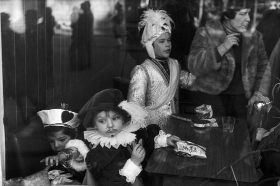 Martine Franck , moglie di Cartier-Bresson - Belgium 1975 Binche Carnival