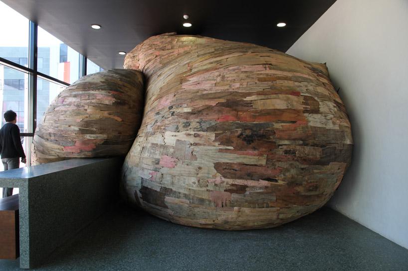 Henrique Oliveira - Installazioni tridimensionali in legno   Collater.al
