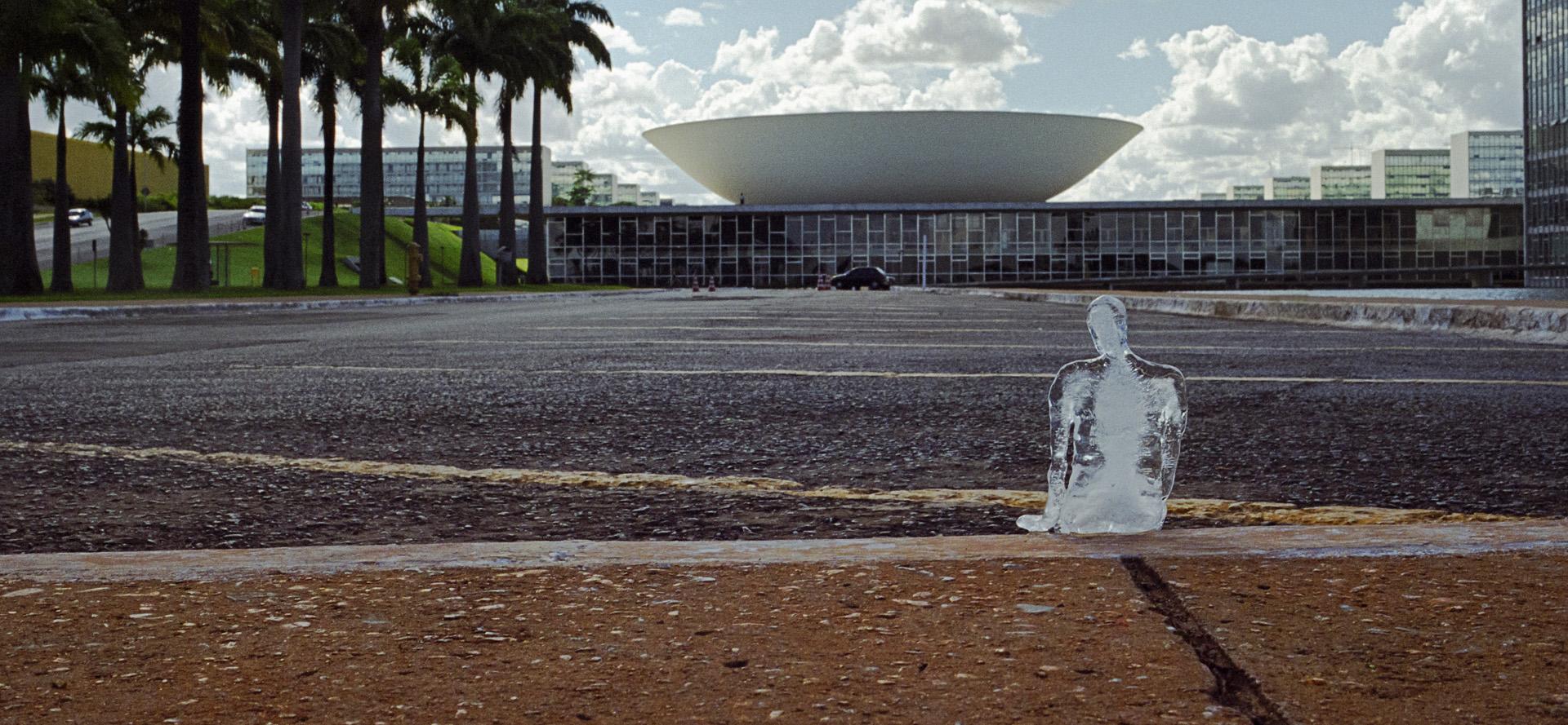 Minimum Monument, le sculture di ghiaccio di Nele Azevedo