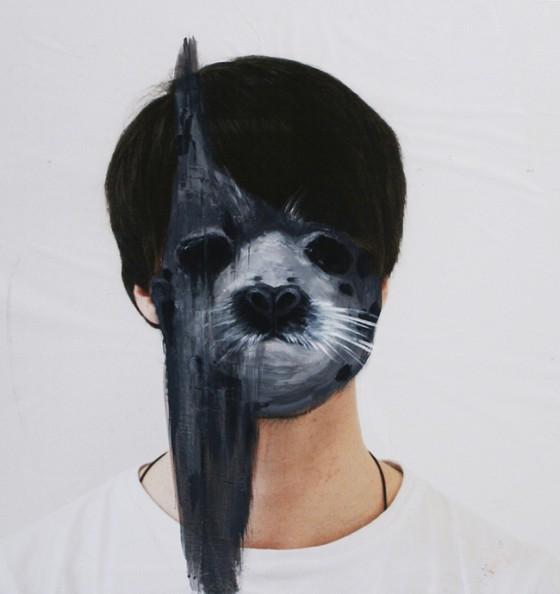 Charlotte Caron, seal, fotografia e acrilico, 90x90 cm, 2011