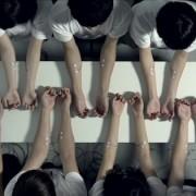 FaltyDL - Straight & Arrow Music video - Impulsi elettrici sincronizzati sul groove
