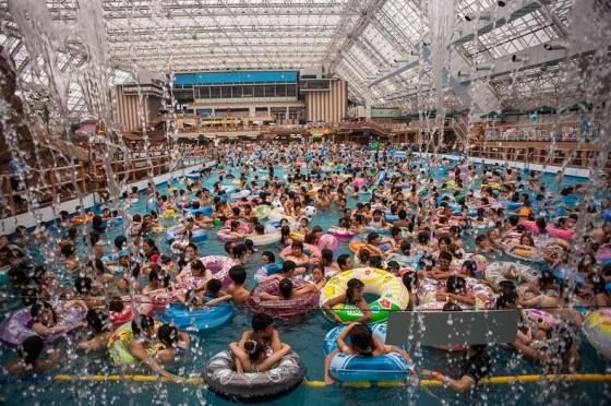 Chinese Swimming Pools - Piscine cinesi stracolme di persone