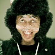 Scotch Tape - Persone con il volto deformato dallo scotch-evd