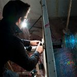 Fabian Oefner – Black Hole – Fotografie di vernice schizzata dalla forza centrifuga
