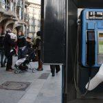 Hands – Installazione di mani in silicone a Barcellona