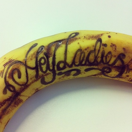 Mat Dolphin - Banana Drawings - Esperimenti tipografici disegnati sulle banane