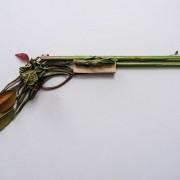 Sonia Rentsch - Harm Less | Armi costruite con oggetti organici