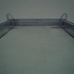 John Clang – Myth of the Flat Earth – Figure che galleggiano in una piscina invisibile
