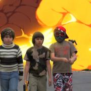 The Greeks - Video in cui i bambini emulano scene di violenza.