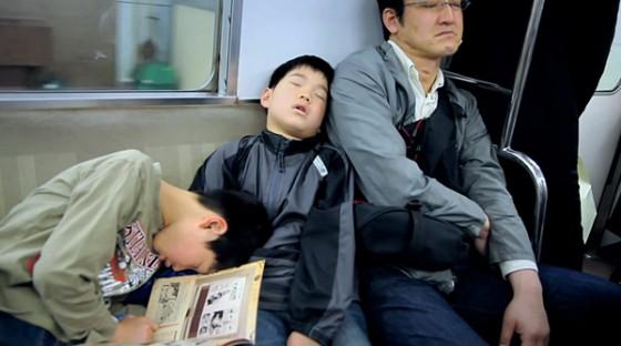 Nicholas Barker - Tokyo Dreams - Short film sui dormienti della metropolitana di Tokyo