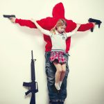 Erik Ravelo – Los Intocables – I bambini crocifissi per denunciare la pedofilia e la civiltà consumistica | Collater.al