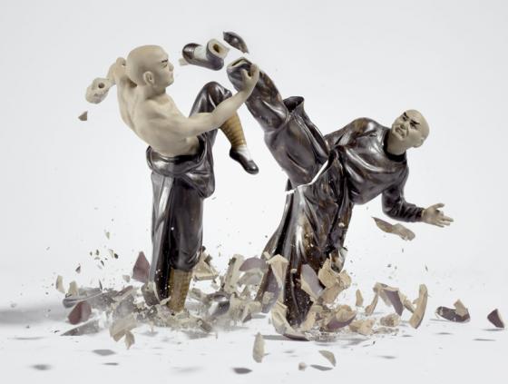 Martin Klimas - Porzellanfiguren - Foto ad alta velocità di statuette di porcellana in pezzi.