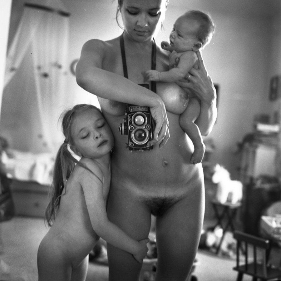 Anastasia Chernyavsky - I nudi della fotografa russa censurati da Facebook
