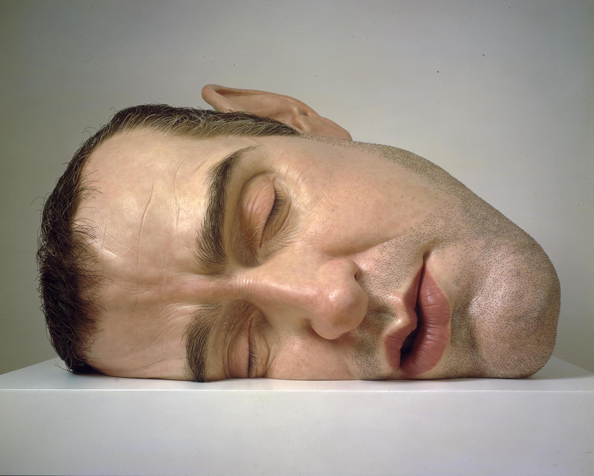 Le sculture iperrealiste dell'artista Ron Mueck | Collater.al