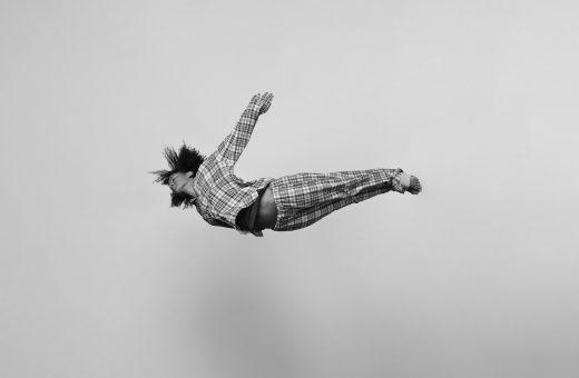 Gravity, la serie fotografica di Tomas Januska