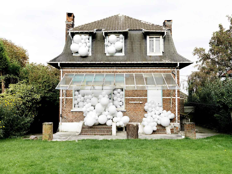 Invasion, il progetto del fotografo francese Charles Pétillon | Collater.al