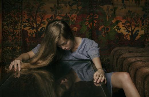 La Fototerapia del dolore negli scatti di Laura Stevens