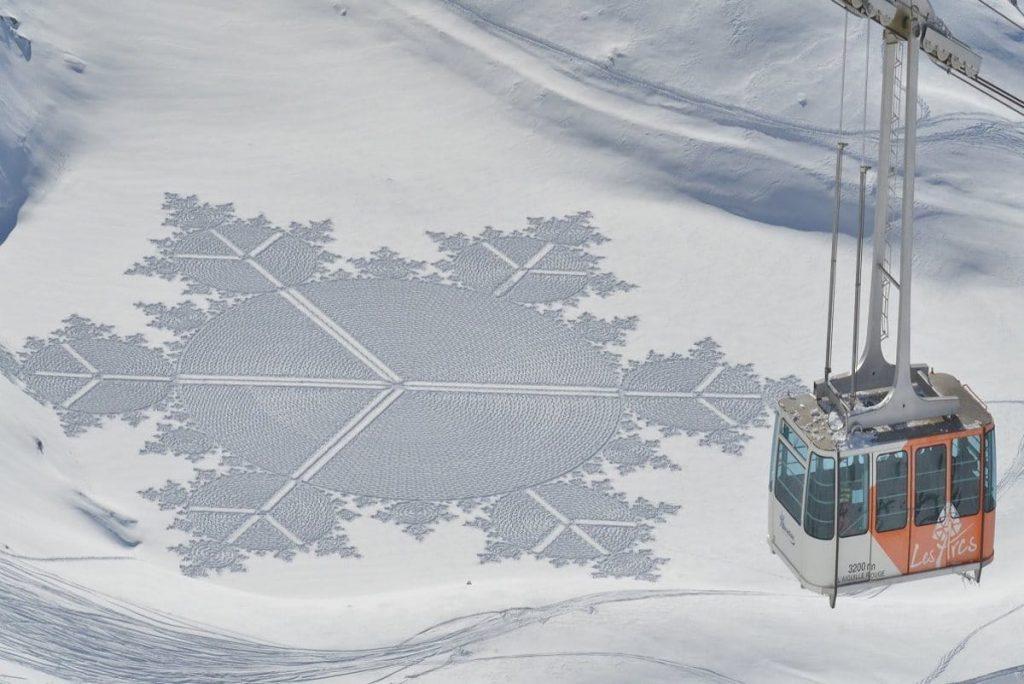 La Snow Art dell'artista Simon Beck | Collater.al Magazine