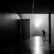 il fotografo londinese sa come far esprimere al migliore una foto in bianco e nero