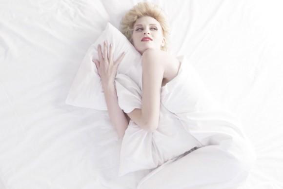 """Marilyn Monroe, l'agenzia della visual communication REPARTO21, il disegnatore Andrea Chronopoulos, e una stylist. Il risultato è """"Run, Marylin, Run"""""""