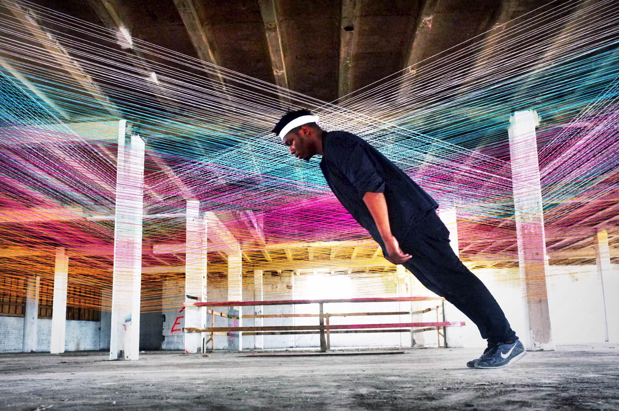 Synth, l'installazione del duo artistico Toki | Collater.al