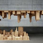 Il tavolo da capogiro di Stelios Mousarris | Collater.al