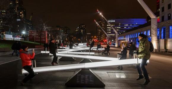 Le altalene interattive che illuminano Montreal | Collater.al
