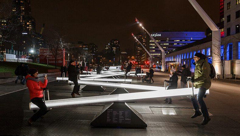 Le altalene interattive che illuminano Montreal