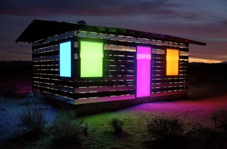 La casa che riflette il deserto