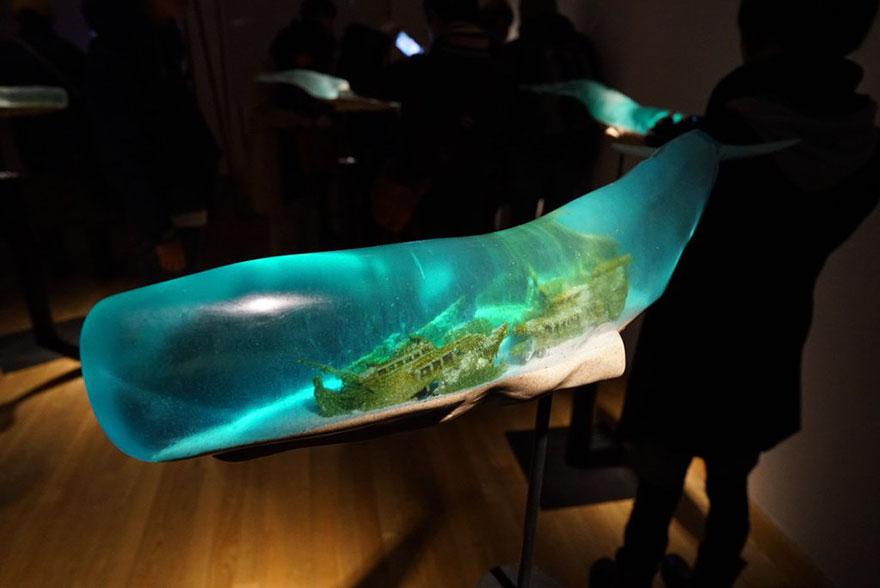 Le balene fluttuanti di Isana Yamada