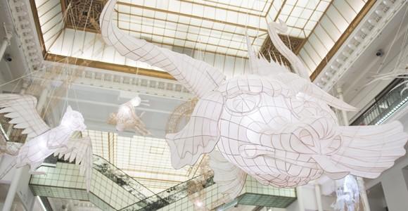 Le gigantesche paper sculpture di Ai Weiwei x Le Bon Marché | Collater.al