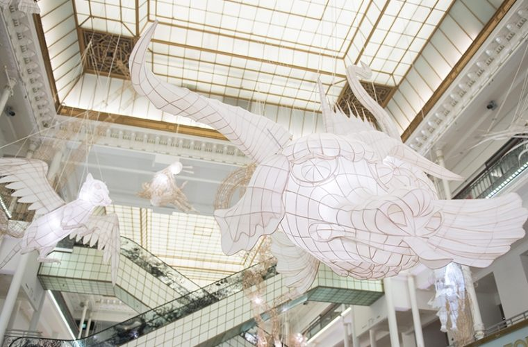 Le gigantesche paper sculpture di Ai Weiwei x Le Bon Marché