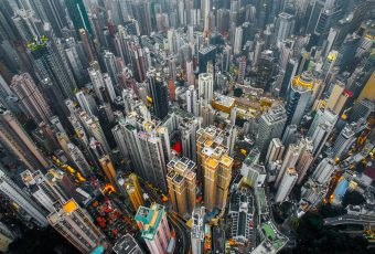 Urban Jungle - Hong Kong vista dagli occhi di un drone | Collater.al