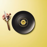 Longplate il piatto di porcellana che si crede un vinile | Collater.al