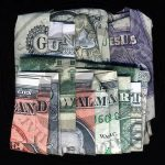 I Dollari parlanti di Dan Tague | Collater.al – Guns Jesus and Walmart (Cuban & US)