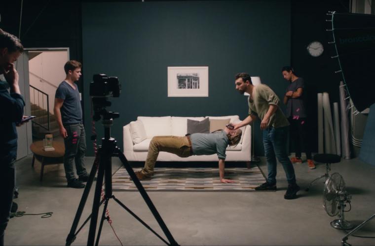 Lo spot Ikea sull'uomo che impersona i mobili