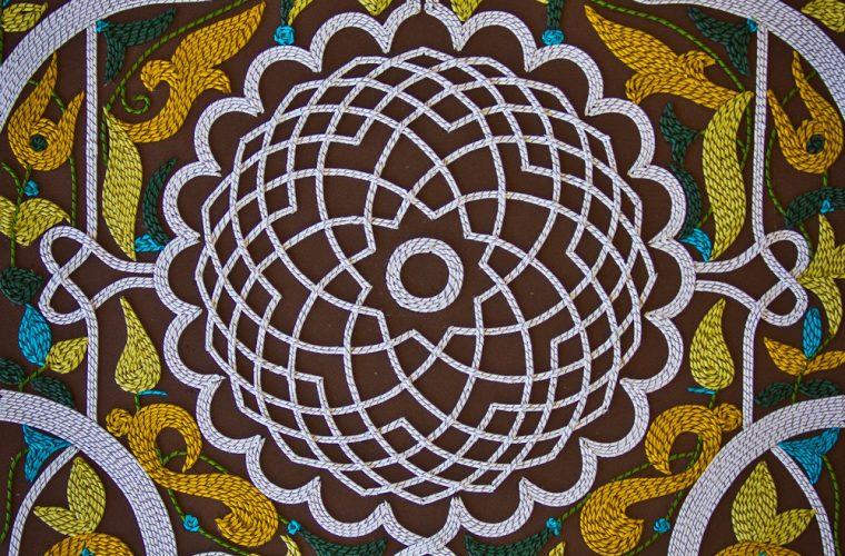 Gli intricati mosaici di carta di Gunjan Aylawadi