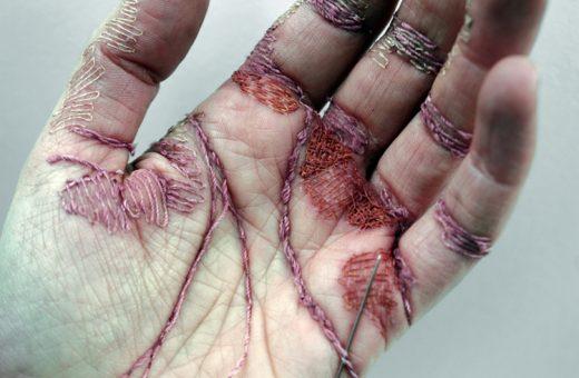 Le mani ricamate di Eliza Bennett