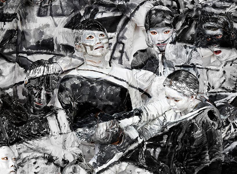 Art Hacker - Liu Bolin e l'arte post-internet | Collater.al