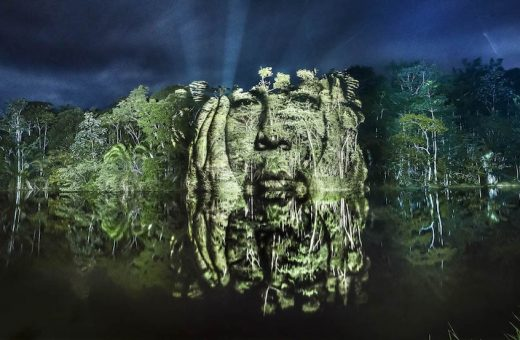 I ritratti degli indigeni proiettati nella Foresta Amazzonica