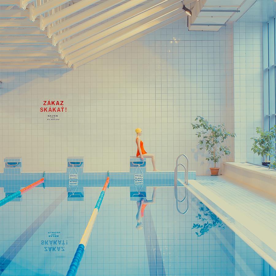 Le piscine pastello di Maria Svarbova | Collater.al